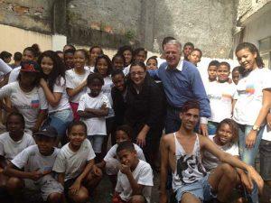 Übergabe einer Spende an das Projekt Nova Chance in Rio de Janeiro
